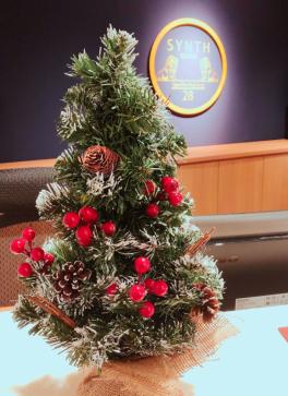 SYNTHビジネスセンター堂島にもクリスマスツリーがやってきました♪