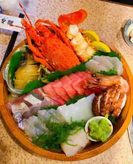 堂島グルメレポート番外編(豪華な海鮮料理がテーブルにズラリ!コスパ 抜群の老舗寿司店 鮨うろこ)