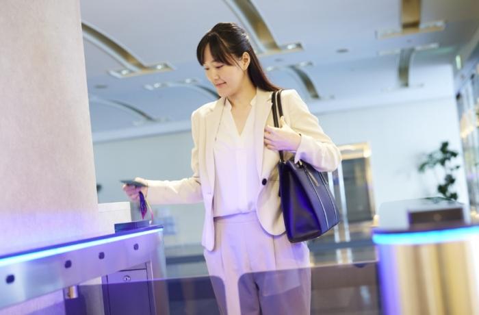 サテライトオフィスを検討するなら、業務スタイルに合わせたプランが選べ、 コスト面とスタートアップが快適なレンタルオフィスが便利